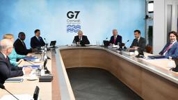 G7 leaders sat around desk