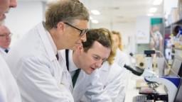 Bill Gates visiting a lab